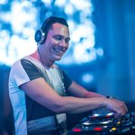 "Tiësto previews new track with Los Angeles duo Sevenn ""Boom Boom Boom"""
