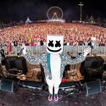 """Marshmello trolls fans during the 2018 MMVAs by once again revealing his """"identity""""!"""